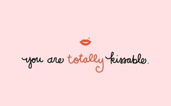 descargar-wallpaper-originales-y-gratuitos-para-san-valentin-2015-You- Are-Totally-Kissable