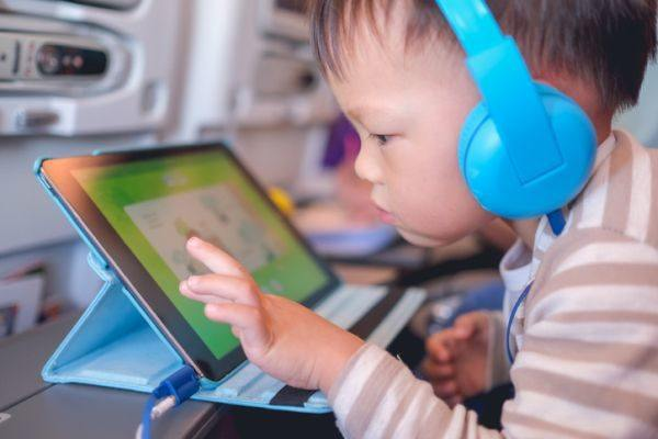 mejores-tablets-para-ninos-chino-dibujos-istock