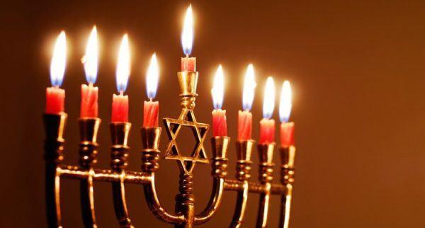 Las mejores fotos de feliz hanukkah para enviar por whatsapp y email menorah