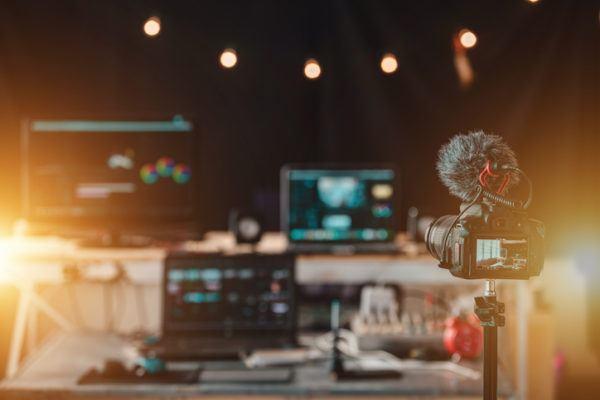 ¿Cuáles son los mejores programas para editar vídeos en 2021? istock