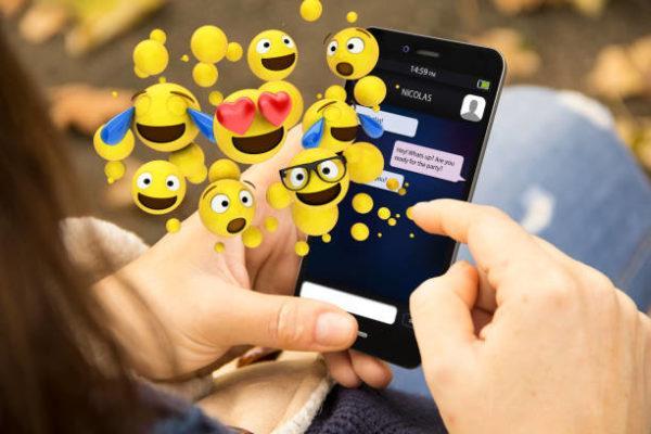 Como actualizar los emojis de mi telefono para iphone android de forma facil