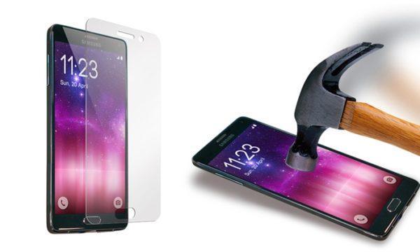 protector-pantalla-movil-de-plastico-o-cristal-elegir-en-funcion-de-la-resistencia