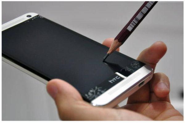 protector-pantalla-movil-de-plastico-o-cristal-elegir-en-funcion-del-tacto