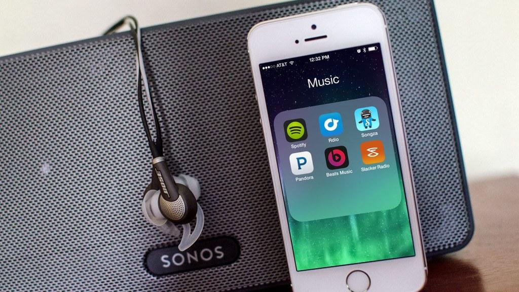 escuchar-musica-online-en-el-movil-aplicaciones-movil-altavoz