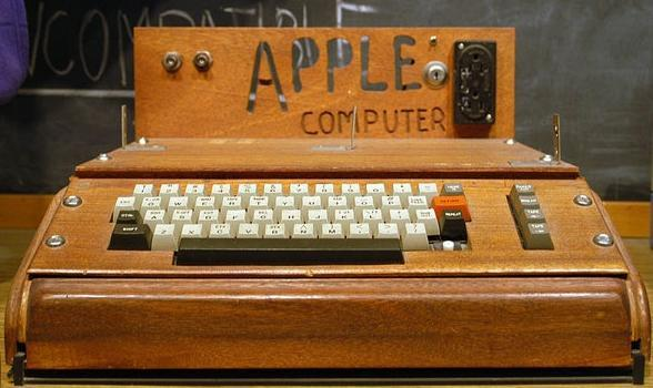 la-historia-de-apple-en-fotografias-ordenador-apple-1976