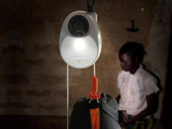 la-lampara-que-no-necesita-enchufes-ni-pilas-funciona-gracias-a-gravedad
