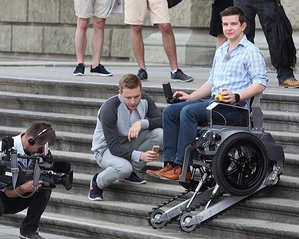 La silla de ruedas que sube y baja escaleras for Silla sube escaleras manual
