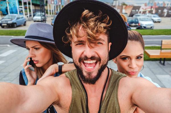 Aprende poner musica en historias instagram stories selfie